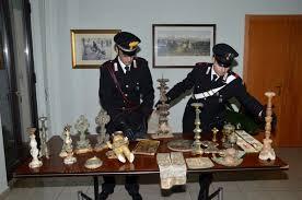 Reperti archeologici rubati: dipinti e libri sacri erano nascosti nella villa di un avvocato romano