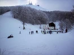 Incidente in montagna, scivolano sul ghiaccio e volano per 40 metri dal Terminillo: un morto e un fe...