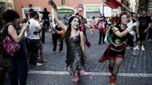 Artisti di strada ed eventi per continuare a festeggiare: il programma dell'assessorato alla Cultura