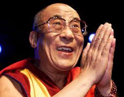 Il Dalai Lama sbarca in città per il summit dei nobel per la pace