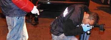 Agguato in strada: 53enne ucciso a colpi di pistola sotto casa, inutile la rianimazione. Choc all'Ot...