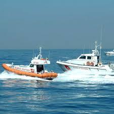 Barca con il motore in avaria a largo di Civitavecchia: salvati da una motonave canadese