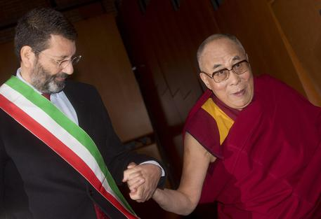 Summit nobel per la pace, il saluto di Papa Francesco e il ricordo di Nelson Mandela