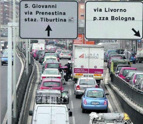 """Traffico """"pesante"""" nonostante il blocco anti- inquinamento. Ma ci stanno prendendo in giro?"""