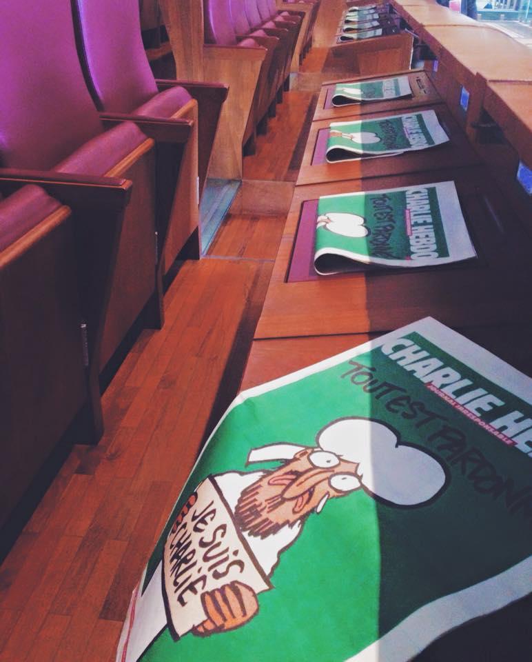 Charlie Hebdo, dopo la strage di Parigi la rivista satirica arriva sugli scranni dell'aula Giulio Ce...