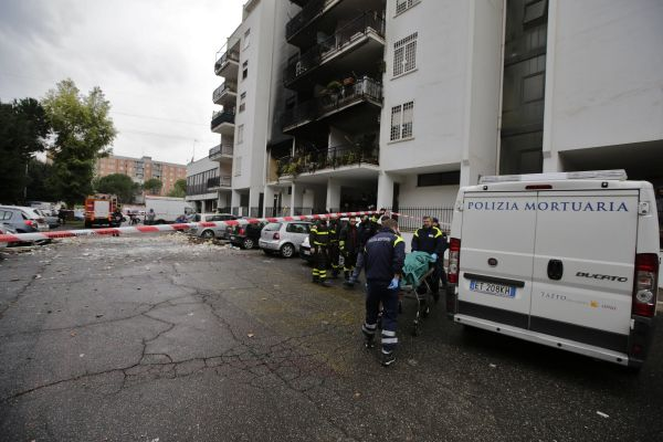 Esplosione in un palazzo, casa di proprietà e bruciature sui capelli: si aggrava la posizione della ...