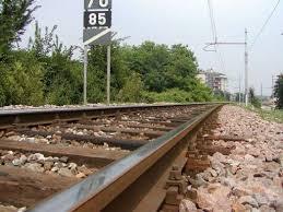 Ubriaca cade sui binari, travolta da un treno muore una 38enne