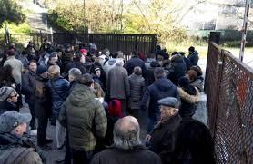 Pino Daniele, chiusa la camera ardente: la rabbia dei fan. Foto della salma sul web: sconvolta la fa...