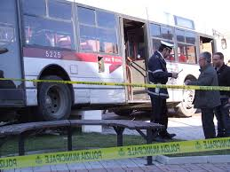 Lunghezza, bus piomba sui giardini pubblici: 6 i feriti
