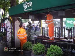 Via Veneto, operazione bar Strega: rimossi i tavolini abusivi