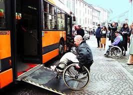 Barriere architettoniche, l'associazione Ladri di carrozzelle chiede l'accesso ai mezzi pubblici
