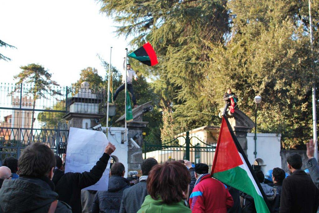 La guerra di Libia arriva a Roma: in 2 si contendono l'ambiasciata