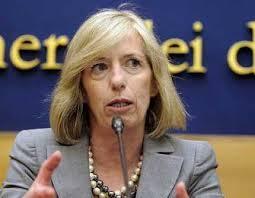 Genzano, appostamento delle Iene per mostrare al ministro Giannini il video sull'asilo