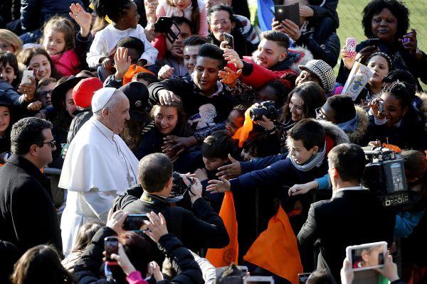 Papa Francesco in visita a Tor Bella Monaca: