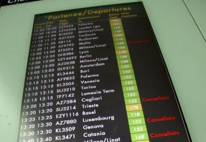 Scioperi: venerdì nero per il trasporto aereo, cancellati 200 voli a Fiumicino