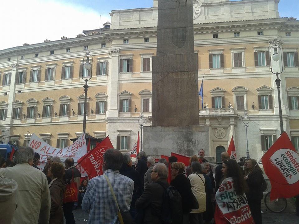 Italicum, sit-in a Montecitorio: in piazza Sel, lista Tsipras e M5s