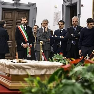 Morto Giovanni Berlinguer, medico e leader del correntone Ds. Riaperta la camera ardente in Campidog...