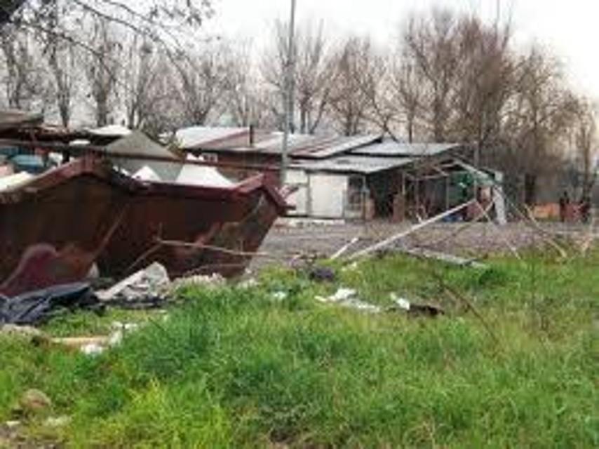 Nomadi, dieci famiglie sgomberate dal campo di via Salone: