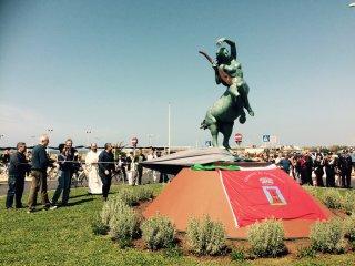 Fregene, inaugurata la pista ciclabile e la statua Chira. Zingaretti: