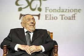 Addio a Elio Toaff, grande rabbino e italiano. In centinaia in sinagoga: l'omaggio del ghetto di Rom...