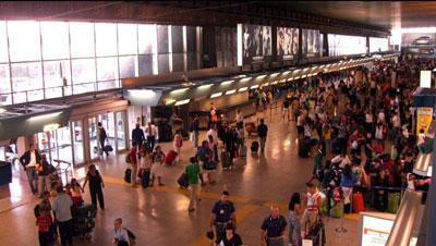 Fiumicino, si imbarca su un aereo con biglietto scaduto: bloccato cittadino belga