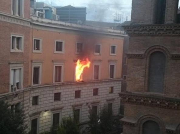 Ministero della Giustizia, incendio nel palazzo di via Arenula: nessun ferito