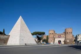 La Piramide Cestia cambia look e torna al bianco di duemila anni fa