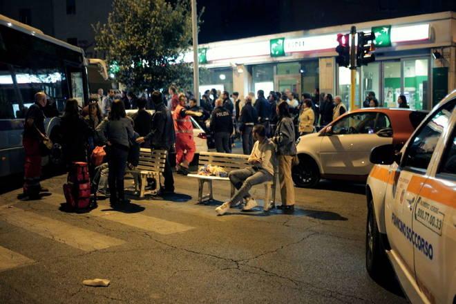 Gianicolense, non rispetta la precedenza: bus contro un tram. Due i feriti ricoverati al Fatebenefra...