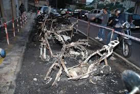 Casal Bertone, 11 scooter e un'auto in fiamme: nessuna ipotesi esclusa