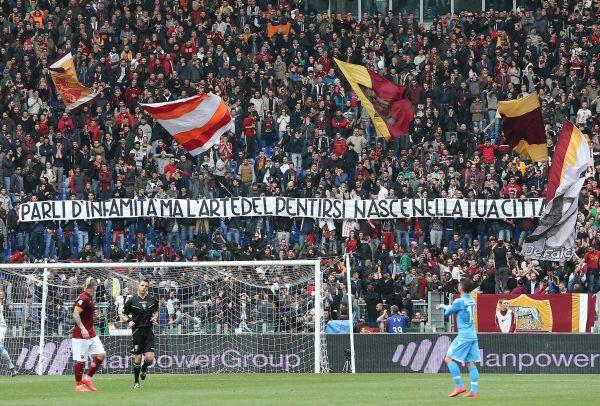 Roma-Napoli, Curva sud striscione contro la mamma di Ciro Esposito: