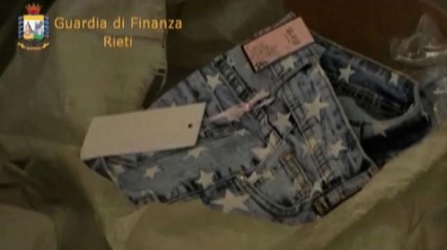 Rieti, sequestrato mezzo milione di abbigliamento taroccato: 2 denunce