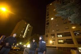 Tor Bella Monaca, suonano alla porta e sparano: ancora una gambizzazione, ferito un 18enne