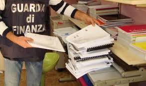 Migliaia di testi universitari sequestrati in una copisteria pirata