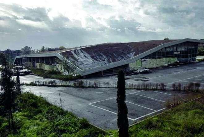Marconi, i movimenti occupano le piscine abbandonate dei mondiali di nuoto