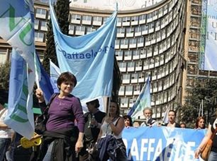 San Raffaele, protesta dei lavoratori sotto la sede della Regione