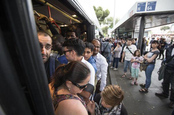 Sciopero, ennesimo venerdì nero a Roma: stop ai bus e cortei in centro, traffico in tilt