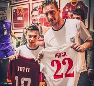Sconfigge la leucemia e incontra il suo idolo Totti