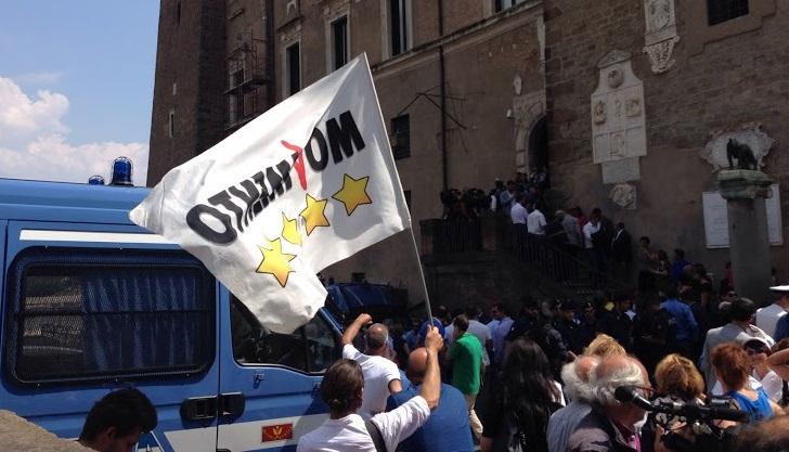 Assemblea a porte chiuse e tensioni in piazza del Campidoglio. Panecaldo: