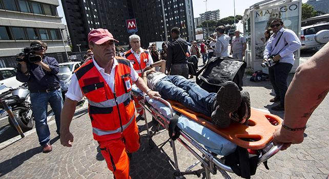 Linea B, paura in metro: tamponamento tra convogli, 20 feriti
