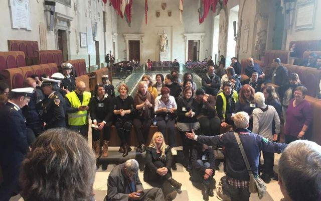 Multiservizi, lavoratori in protesta: