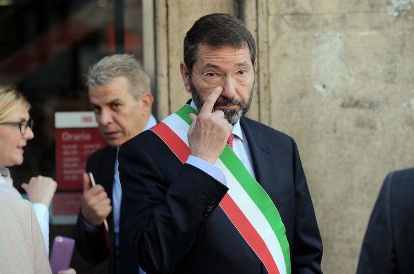 Mafia capitale, Marino resiste: