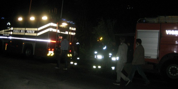 Ostia, a fuoco l'edicola del segretario del circolo Pd. Il sindaco Marino: