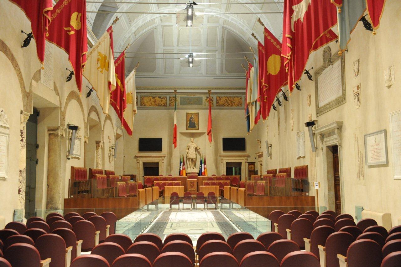 Mafia capitale, per il restauro dell'aula Giulio Cesare appalti truccati: 6 persone arrestate