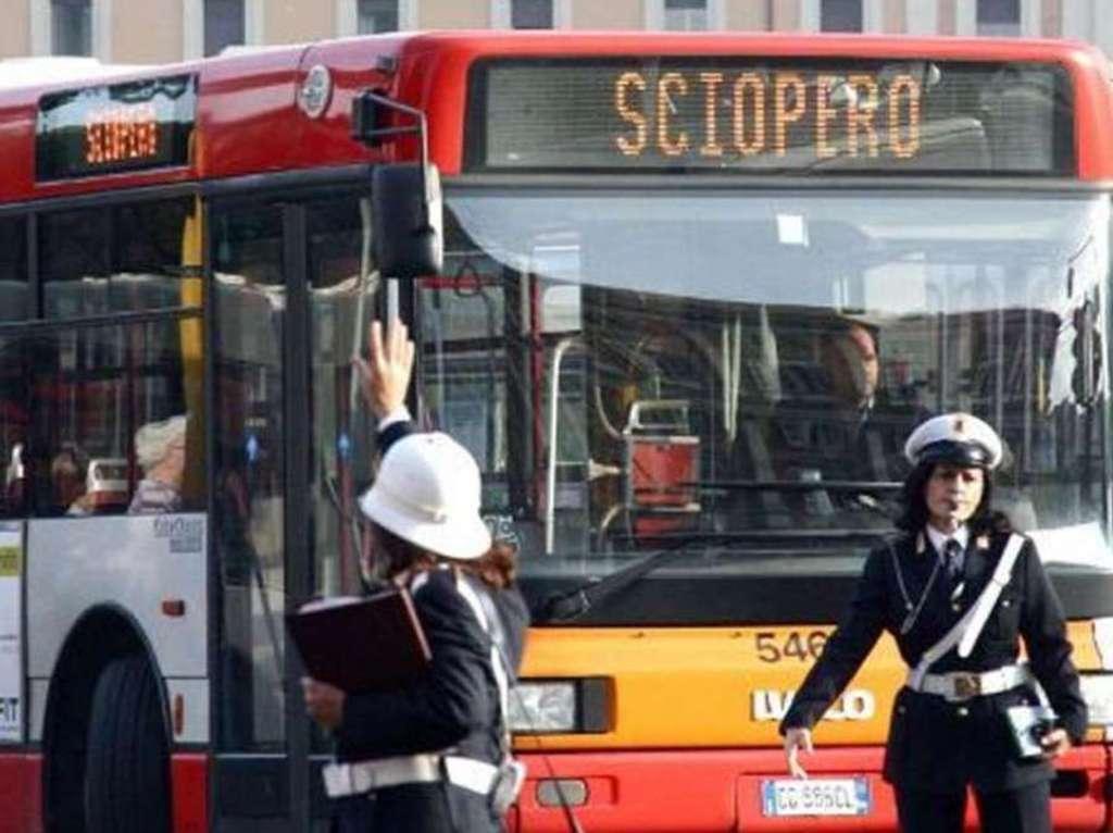 Sciopero taxi e trasporti: venerdì nero per i romani