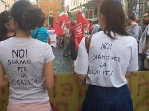 Mafia capitale e la fiaccolata dei sindacati: piazza spaccata su Marino