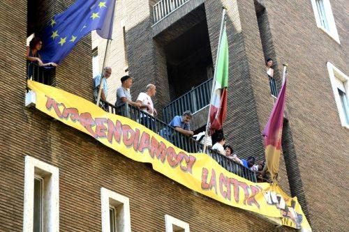 Casa, Action occupa l'ex sede Inps