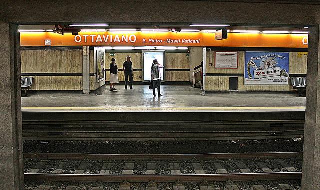 Terrorismo, chiusa la tratta della metro A Battistini-Ottaviano: forze dell'ordine in azione