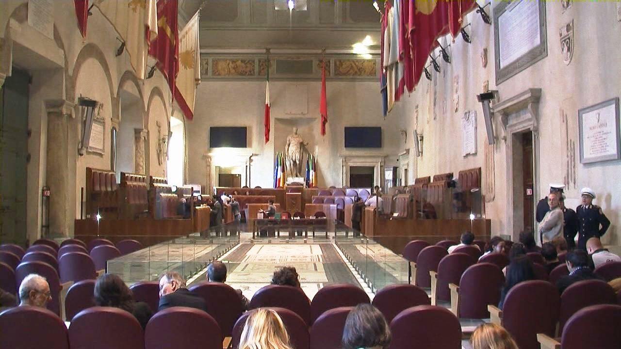 Campidoglio, la super giunta per il soccorso al sindaco Marino spacca la maggioranza in aula