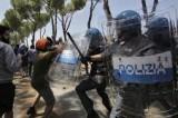 Casale San Nicola, CasaPound non vuole il centro migranti: scontri con la polizia. Traditi dalle istituzioni