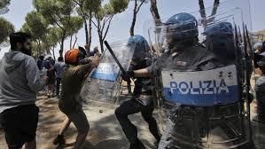 Casale San Nicola, CasaPound non vuole il centro migranti: scontri con la polizia. Traditi dalle ist...